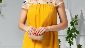 Rochie Moze galben larga cu dantela brodata la bust